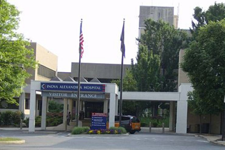visitor entrance of Inova Alexandria Hospital