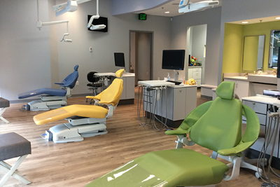 Image of patient chairs inside Growing Smiles Valparaiso