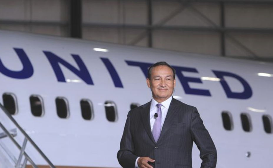 Image for United Airlines CEO surprises passenger with classy move