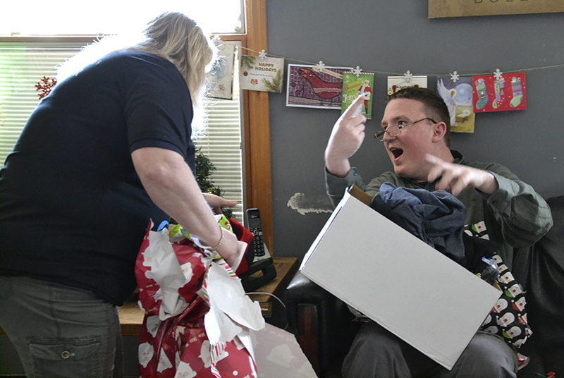 GM Powertrain's sleighs deliver gifts to Bedford group homes