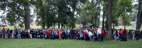 2014 Group Photo of 425 volunteers