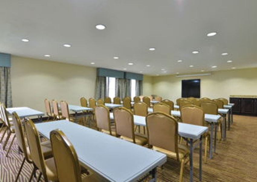 LaQuinta Inn & Suites meeting room