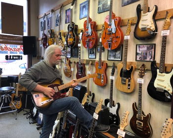 Guitar legend living the dream south of Indy