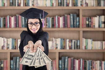 Image for Parents: 4 Tips to Help Your Student Ace Finances