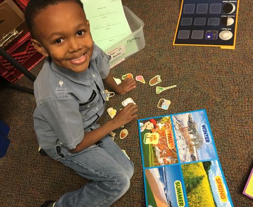 Kindergarten student leans about seasons