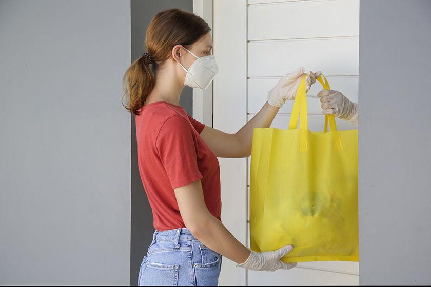 Masked delivery volunteer